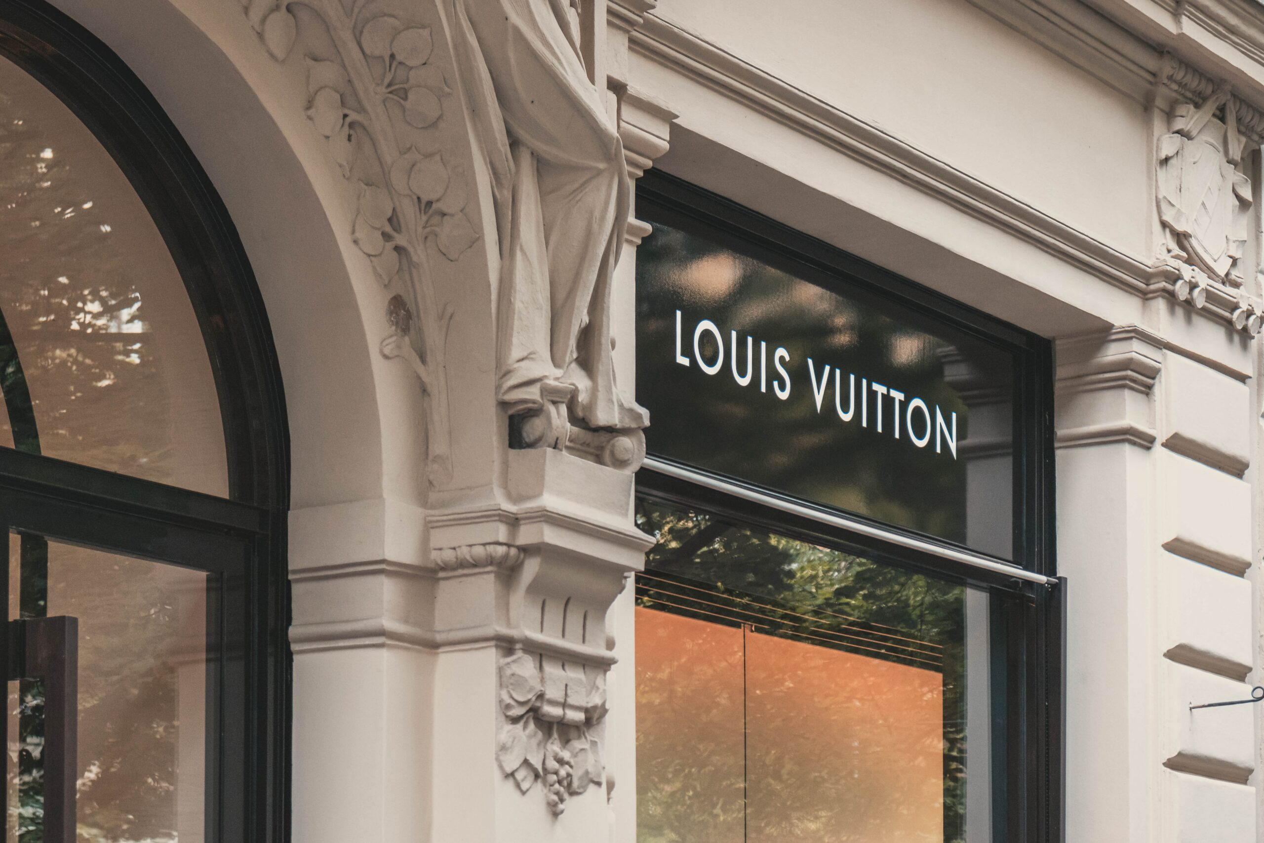 INSIDE LOUIS VUITTON'S VERY FIRST CAFE & RESTAURANT